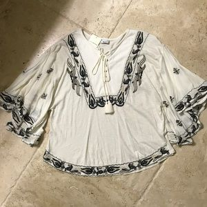New Lucky brand embroidered top!!